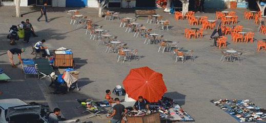 الاستيلاء على الأرصفة والساحات العمومية من طرف أرباب المحلات والمقاهي يغضب ساكنة الناظور