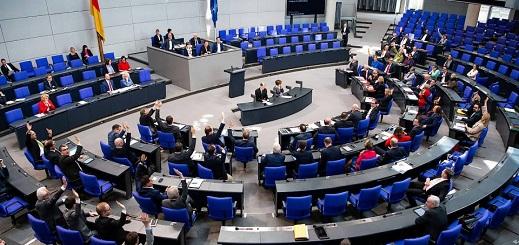 يهم الجالية المغربية بألمانيا.. قانون جديد يقيد منح الجنسية للأجانب متعددي الزوجات وغير المندمجين