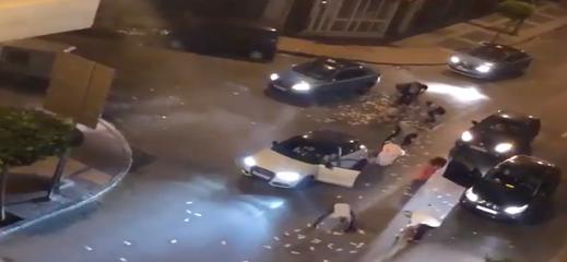 شاهدوا... رمي ملايين السنتميات بإحدى شوارع طنجة وجمعها من طرف المواطنين يستنفر مصالح الأمن