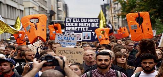 الألآف من الألمان يتظاهرون في برلين وهامبورغ تأييدا لمنظمات إنقاذ المهاجرين من مياه البحر المتوسط