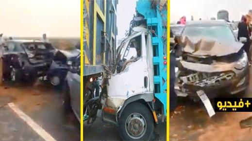 اصطدام 10 سيارات بشاحنتين بالطريق السيار قرب جرسيف تخلف إصابة 12 شخصا ضمنهم أسرة من الناظور