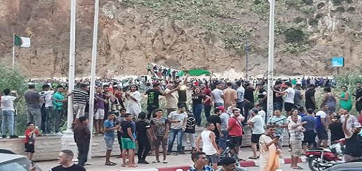 """جزائريون ومغاربة يعتزمون تنظيم مسيرة """"الشعب"""" للمطالبة بفتح الحدود المغلقة"""
