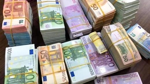 """الناظور.. جمارك معبر """"باريوتشينو"""" تعتقل إسباني حاول تهريب مبلغ مالي مهم من العملة الصعبة"""