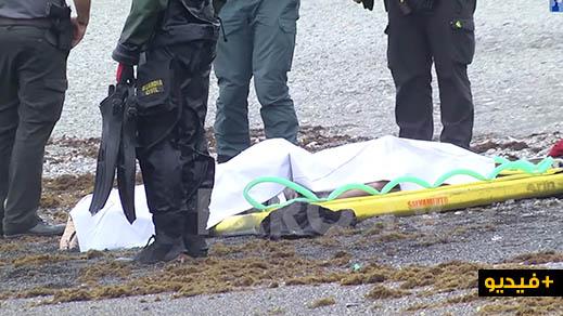 شاهدوا بالفيديو.. أمواج البحر تلفظ جثة مهاجر سري والحرس المدني يتدخل لإنتشالها