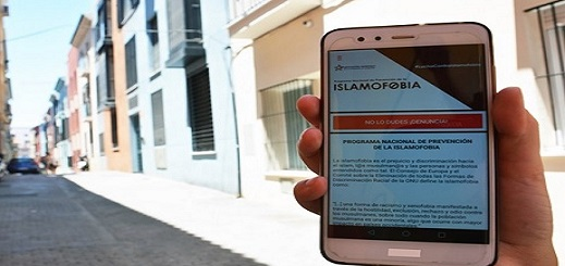 مغاربة يواجهون الإسلاموفوبيا بتطبيق إلكتروني في إسبانيا