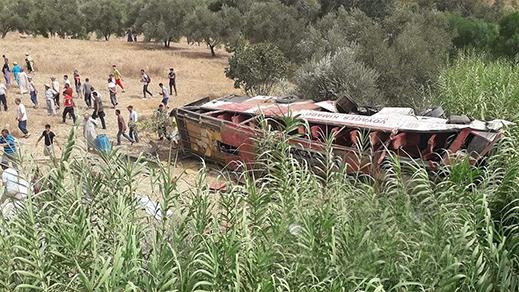 بالفيديو.. إنقلاب حافلة قادمة من الحسيمة تخلف العشرات من الضحايا