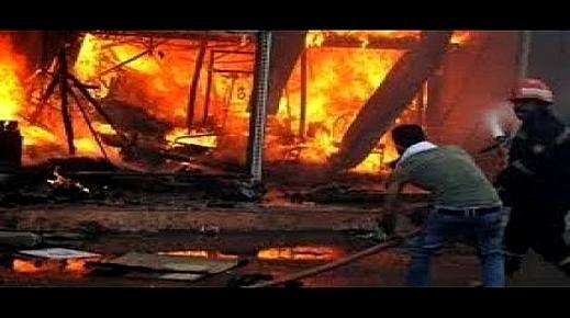 """جرادة تحصي خسائر حريق """"الجوطية"""".. أكثر من 30 متجرا تفحم وخسائر بالملايين وتلويح بالعودة للاحتجاج"""