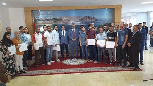 عامل إقليم الحسيمة يشرف على توزيع تمويل المشاريع في إطار برنامج تحسين الدخل والادماج الاقتصادي للشباب