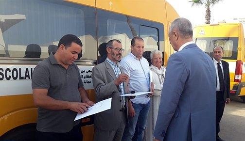 توزيع حافلات للنقل المدرسي على خمس جماعات بإقليم الحسيمة