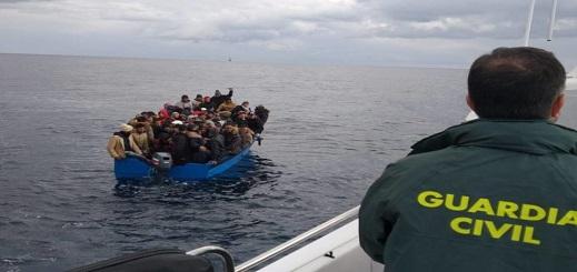 وزارة الداخلية الإسبانية تكشف انخفاض عدد المهاجرين غير الشرعيين الذين وصلوا إلى سواحلها