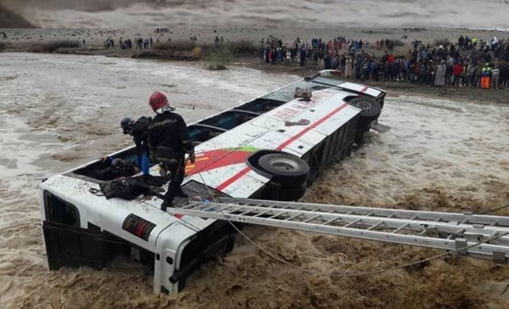 سائق حافلة نقل المسافرين التي انقلبت بواد دمشان يسلم نفسه بعد أن لاذ بالفرار مباشرة بعد الحادث