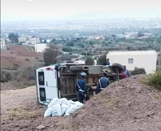 نقل 3 أشخاص إلى مستشفى الحسيمة إثر انقلاب سيارتهم في حادث مروع بضواحي تمسمان