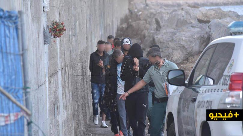 شاهدوا بالفيديو.. توقيف 4 مهاجرين مغاربة حاولوا الهجرة على متن قارب مطاطي