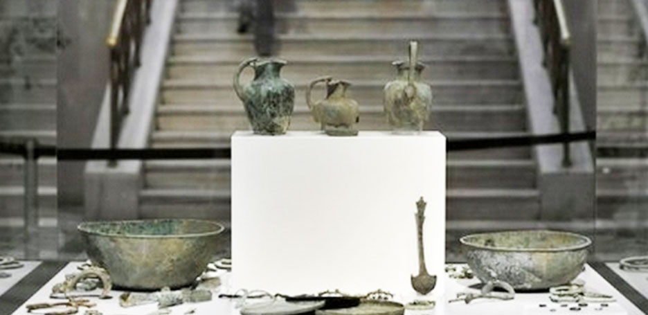 وزارة الثقافة تبحث عن 35 ألف قطعة أثرية مهربة تم حجزها بفرنسا