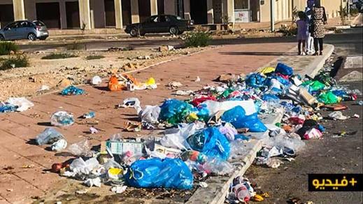 بالفيديو.. أكوام النفايات تعود من جديد لتأثيث شوارع وأزقة مدينة الناظور