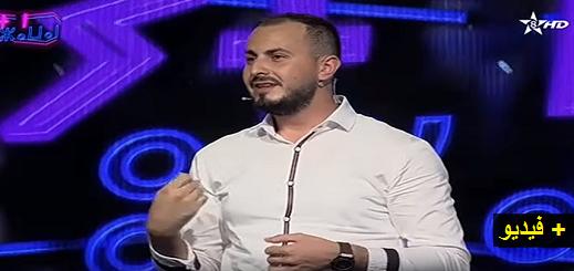 """شاهدوا... الفنان الكوميدي علاء بنحدو يقدم عرضه الساخر """"ثيحرامين"""" على القناة الأمازيغية"""
