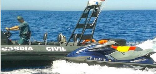 خفر السواحل الاسباني تنقذ مغاربة حاولوا الهجرة باستعمال دراجة مائية