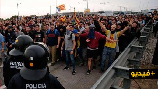 شاهدوا .. تدفق مئات الآلاف من المؤيدين لإستقلال كتالونيا على برشلونة