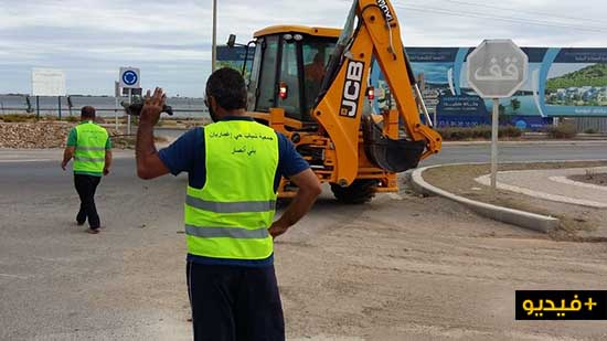 """جمعويون يبادرون إلى تنظيف حي """"إغمارين وباصو"""" في حملة تطوعية واسعة وسط بني أنصار"""