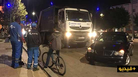 """مواطن يحاصر شاحنة """"أفيردا"""" بعد محاولة سائقها الفرار إثر صدم سيارته وسط الناظور"""