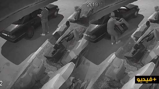 شاهدوا.. كاميرا المراقبة ترصد لص يسرق كرسي من أمام محل لبيع وإصلاح كراسي السيارات ببن الطيب
