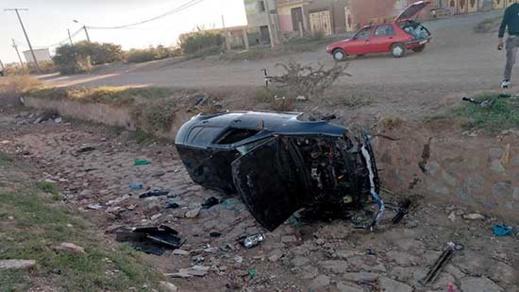العثور على سيارة تعرضت لحادث سير غامض بالناظور والأمن يحقق