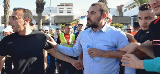 الزفزافي ورفاقه يرفعون إضرابهم عن الطعام  بعد لقائهم بوفد رسمي