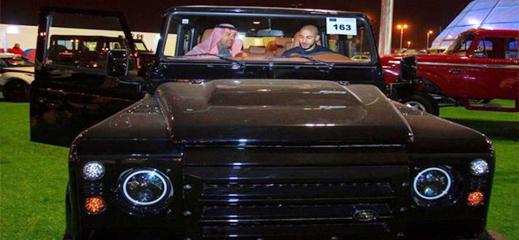 شاهدوا.. أمرابط يشتري سيارة فارهة من المعرض الدولي للسيارات بالسعودية