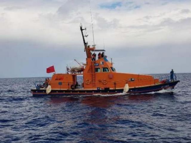 توقيف طاقم باخرة مخصصة للإنقاذ بميناء الحسيمة بعد العثور داخلها على براميل مخصصة للوقود