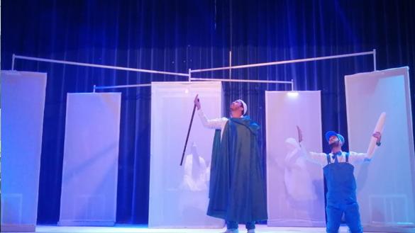 """عرض مسرحية """"ثازري"""" يبهر جمهور مدينة الناظور"""