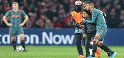 زياش يلتقي قريبا بالطفل الذي اقتحم الملعب من أجل معانقته بعد تعرضه لعملية نصب