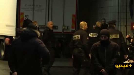 الشرطة تطلق النار على رجل هددها بسكين وسط أشهر حي تجاري في باريس