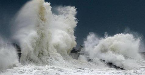 مديرية الأرصاد الجوية الوطنية تحذر من أمواج خطيرة يصل إرتفاعها الى 6 أمتار