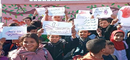 خطير.. ثلاثة غرباء يعنفون أستاذا داخل قسمه في مؤسسة تعليمية ببني انصار والتلاميذ يردون بالاحتجاج