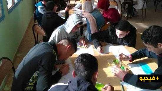 الفنان التشكيلي علي حقوني يأطر ورشة في الرسم بإعدادية الفرابي بالكبداني