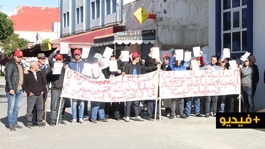 """تجارٌ يطالبون عامل الناظور بالتقصي في خروقات شابت عملية توزيع المحلات بسوق """"عاريض"""" الجديد"""
