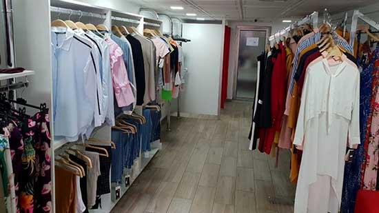 محل تجاري لبيع ملابس الأطفال والنساء للبيع وسط الناظور