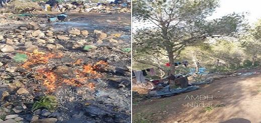 """جمعية حقوقية تتهم الدرك بـ""""الاستيلاء"""" على أموال وهواتف المهاجرين الأفارقة بعد إحراق مخيمهم بالناظور"""