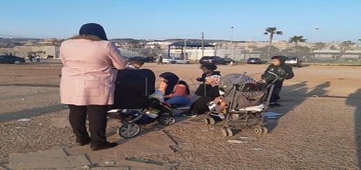 جمعية حقوقية بمليلية تستنكر طرد عائلات من مركز الإيواء برفقتها أطفالها والإلقاء بها في الشارع