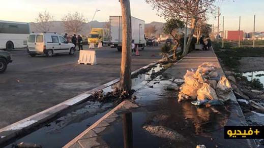 بالفيديو.. إنفجار قناة للصرف الصحي بمدخل الناظور يعكر هواء المدينة بالروائح النتنة