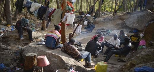 هيئة حقوقية: المهاجرون الأفارقة تحت رحمة البرد القارس بغابات الناظور بعد تدمير ملاجئهم