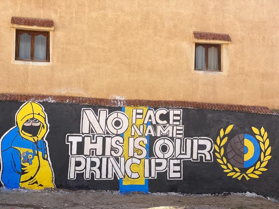 شباب زايو يبدعون في رسم جداريات ملونة تشجيعا للفرق الرياضية المحلية