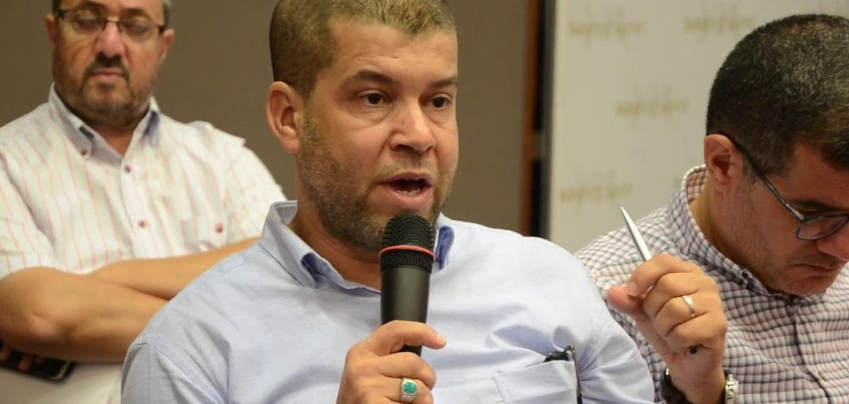 فاروق الطاهري يطالب من السلطة تسليم المقاطعين محاضر انتخاب الرئيس الجديد للناظور