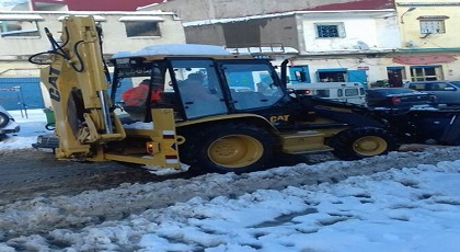بعد انقطاعها بسبب التساقطات الثلجية.. السلطات تعيد فتح جميع المحاور الطرقية في وجه حركة السير