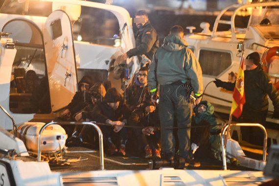إسبانيا تنقذ 9 مهاجرين مغاربة من الغرق.. وتستعد لإعادتهم للمغرب