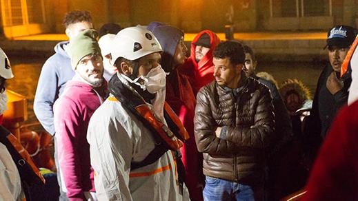 """الشرطة الاسبانية توقف """"حراكة"""" من الريف قطعوا البحر بقوارب صغيرة"""
