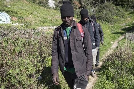 الخناق يضيق على المهاجرين الحالمين بالعبور نحو مليلية وسبتة المحتلتين