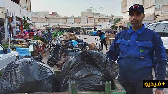 مستخدم بسوق الخضر يطالب شركة النظافة بتوفير حاوية للأزبال و بإيجاد حل لهذه المشكلة