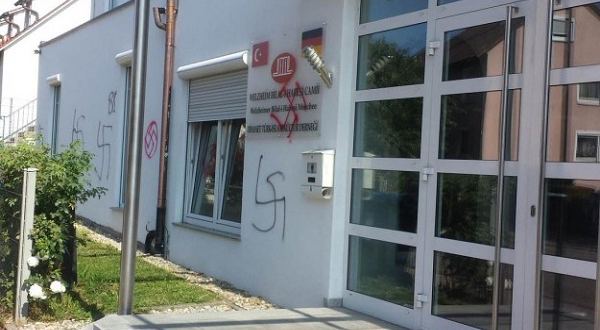 السلطات الألمانية تفكك شبكة إرهابية خططت للهجوم على مساجد المسلمين
