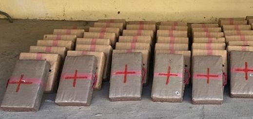 توقيف شاحنة على متنها طنين و60 كيلوغرام من مخدر الشيرا